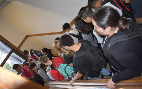 Overcrowed stairs overwhelm students